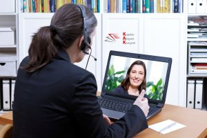 НАП въведе услуга за видео жестов превод за хора с увреден слух