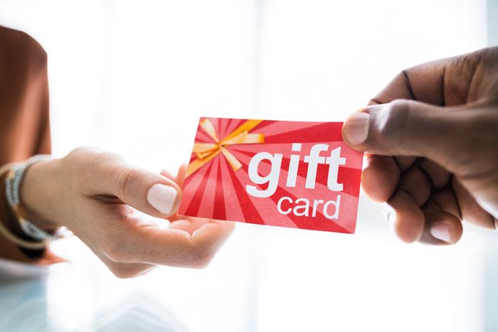 Данъчно третиране на доставка на стоки, които се заплащат с подаръчни карти
