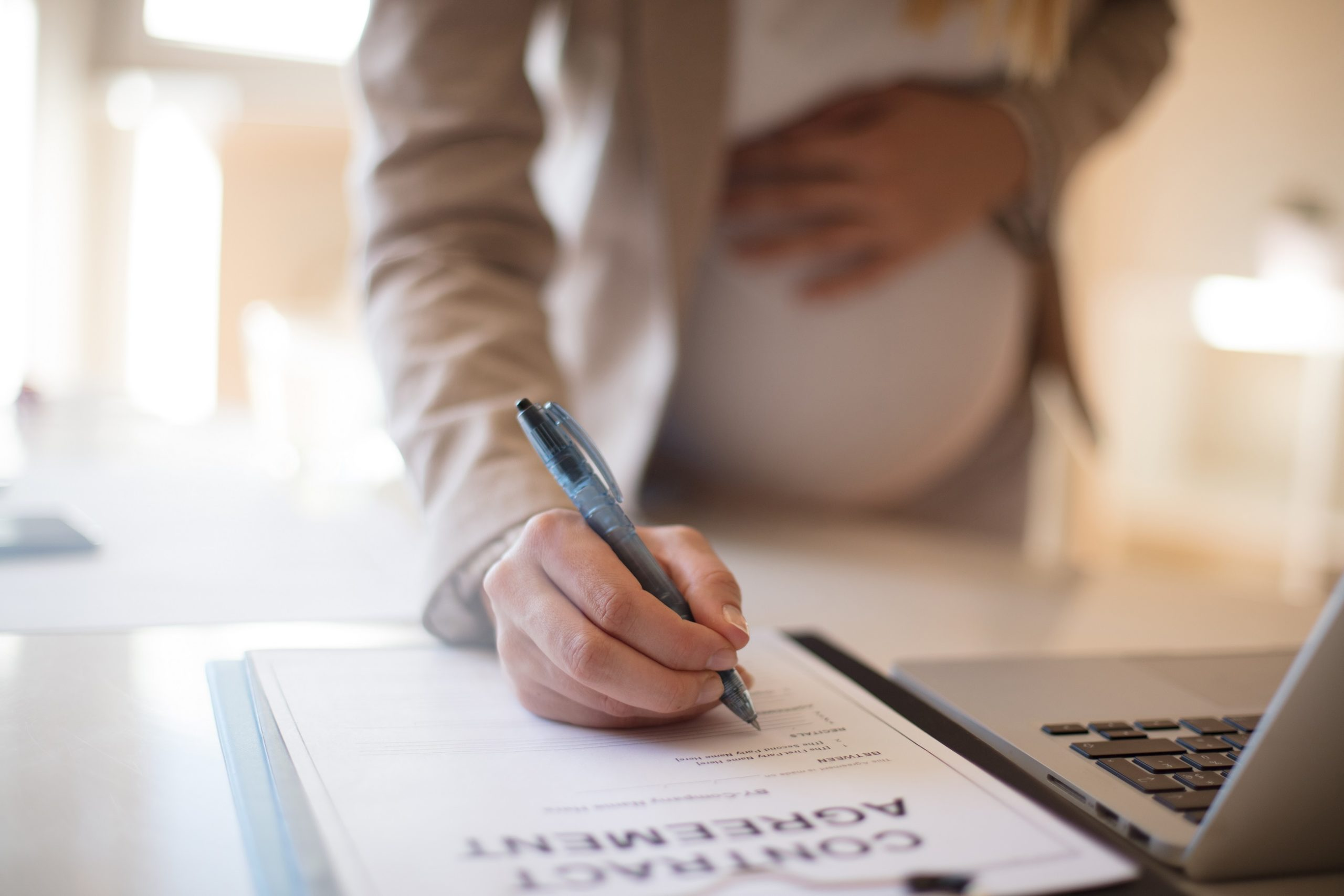 Осигуряване по граждански договор по време на отпуск поради бременност и раждане